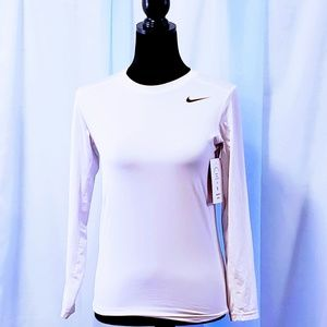 Nike Tops - Nike Dri-Fit fitted athletic shirt Size L 🦄💋